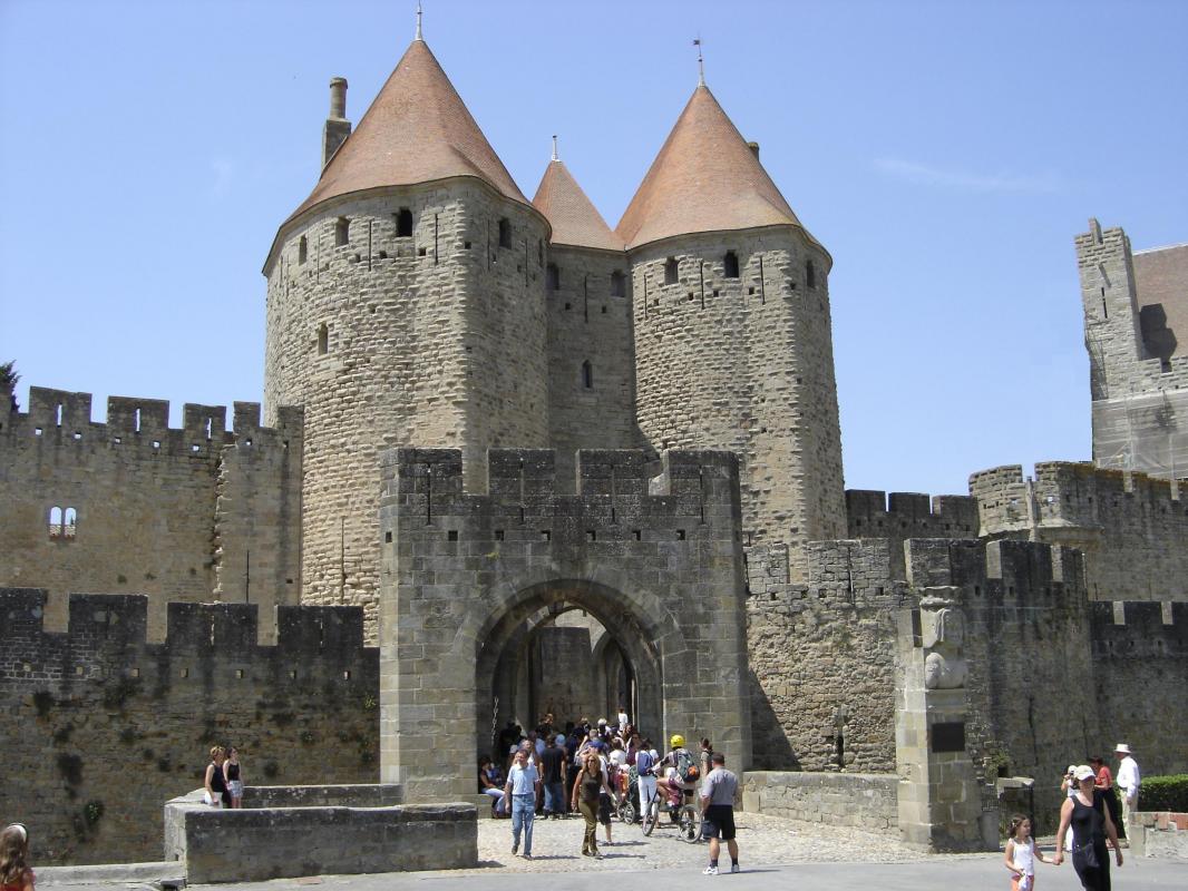 Visite Guidee 1h30 De La Cite Carcassonne Fortifications Exterieures Et Basilique